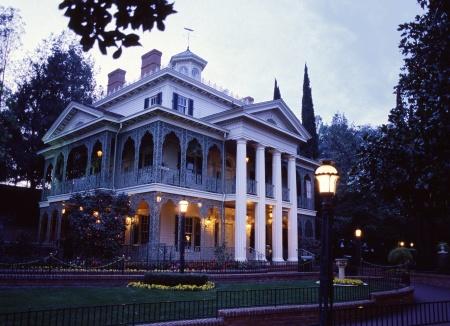 1970708870_dlr_haunted_mansion-exterior_dusk